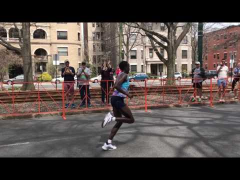 Edna Kiplagat leads 2017 Boston Marathon at mile 24.5