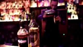Как в Москве бармены готовят горячительные напитки!(Приготовление московских горячительных напитков!, 2015-06-20T18:33:21.000Z)