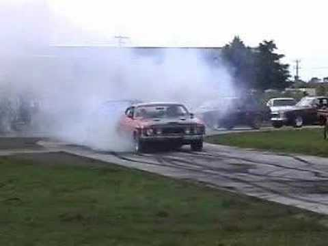 SICK HSV MANTA Spitting Flames and VN Calais V8 Burnout Comp