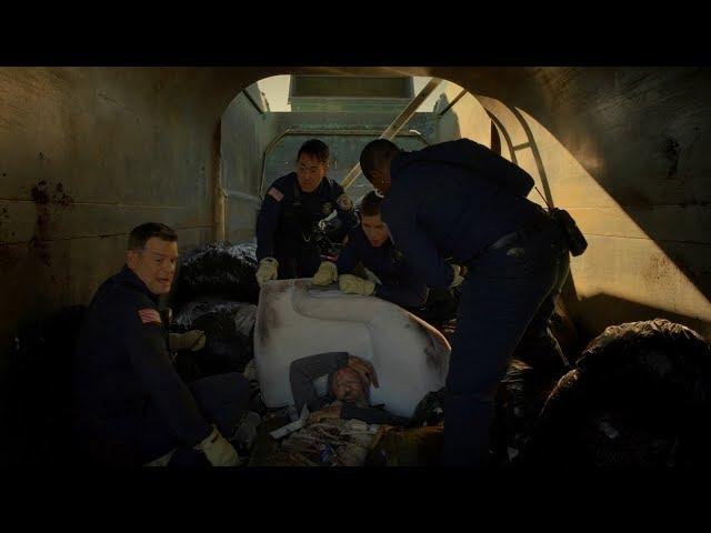 【宇哥】 流浪汉进垃圾筒睡觉,却被垃圾车运走,处理成了垃圾……《紧急呼救09》