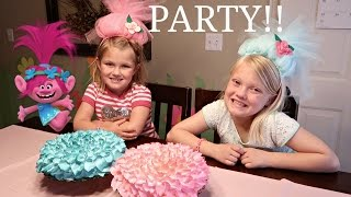 TROLLS SURPRISE BIRTHDAY PARTY! | PRESENT OPENING🎁