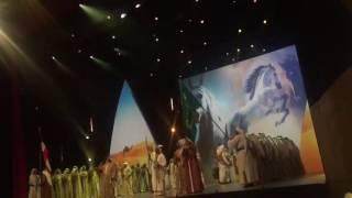 #عاجل .. بالفيديو.. الملك سلمان يشارك في العرضة بحفل وزارة الإعلام الكويتية