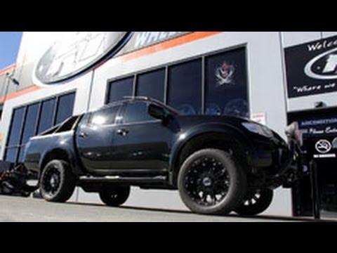 2013 Nissan Navara D40 17 inch custom rims KMC Addict ...
