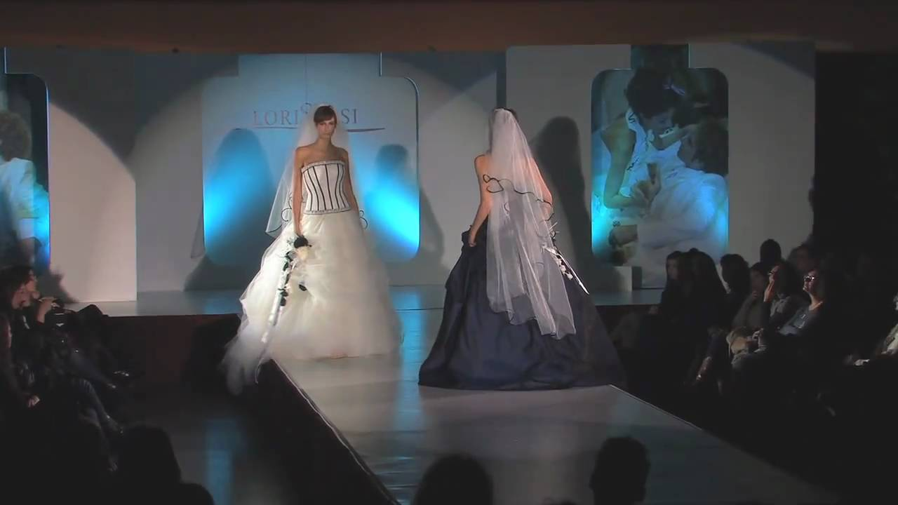 be70cfd19559 Sfilata di moda di Abiti da Sposa