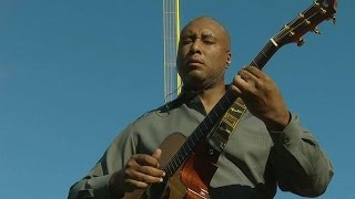 NYY@BOS: Williams plays guitar for Jeter's last game