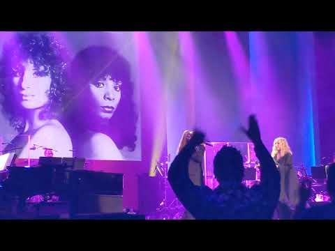 Ayers - Ariana Grande Sings With Idol Barbra Streisand WATCH