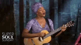 "India.Arie Performs ""Break the Shell"" 