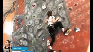 Вверх по отвесной стене... Оренбургские альпинисты опробовали новый тренажёр