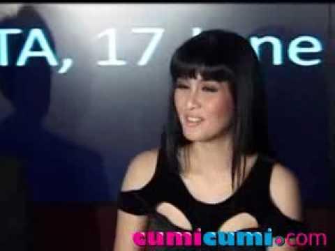 Sandra Dewi Pacaran Dengan Seorang Bos Besar ? - Cumicumi.com