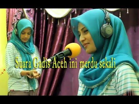 Merdunya suara Gadis Aceh ini.  Bikin merinding