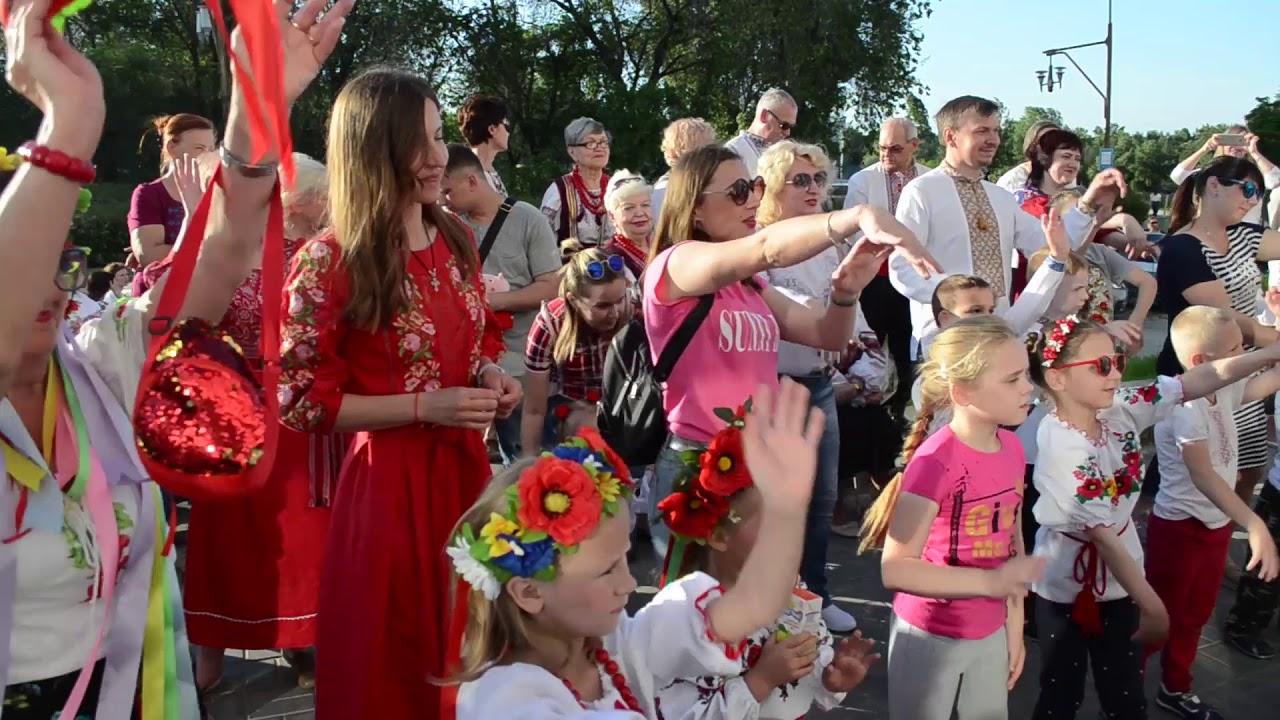 172f1c23836d3c На святі вишиванки в Енергодарі співали, танцювали та масово отримували  призи — Енергодар.City