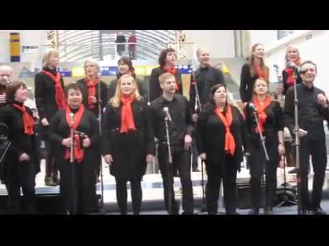 Gospel Passengers mit Let it shine auf dem Dresdner Hauptbahnhof 2015