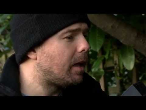 Karl Pilkington and Warick Davis go shopping