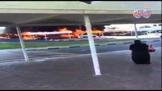 """شاهد .. حريق مروع بموقف سيارات داخل """"جامعة الشارقة"""" بالإمارات"""
