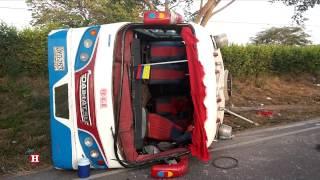 Imágenes del accidente en la vía Baranoa-Galapa  que dejó 15 personas heridas thumbnail