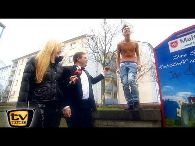 Elton zockt Sackhüpfen - TV total