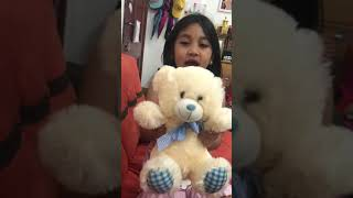 Goldie video with her dancing bear