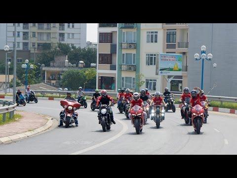 Dàn xe Ducati diễu hành mừng sinh nhật DOC miền Bắc