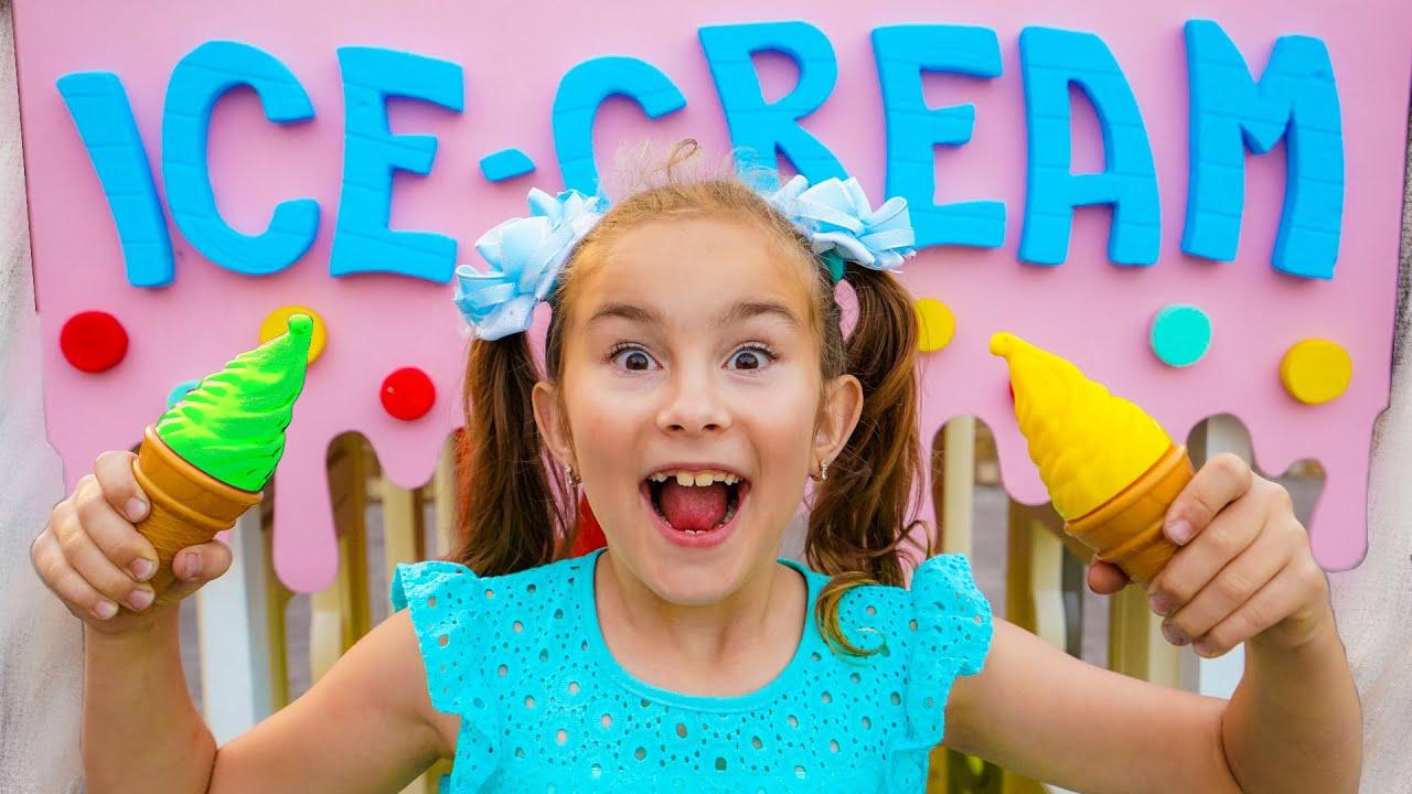 Мелисса и Артур играют в магазин Мороженого