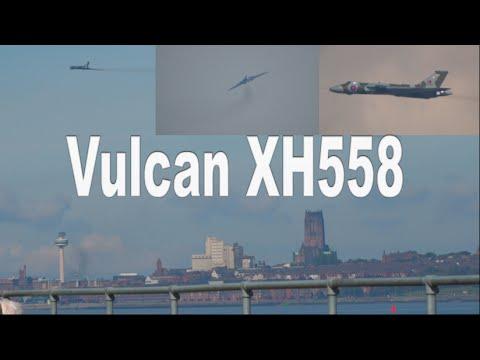 Avro Vulcan XH558 Low Pass down the River Mersey!