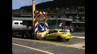 Crashtests 2012: Aufprall auf Signalwand