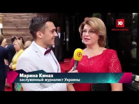 Артур Лупашко проводит экскурсию по отелю Wall Street в Одессе