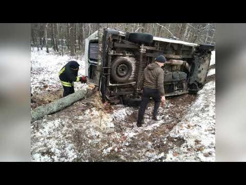 Mns Vol: Рятувальники витягли з кювету авто.