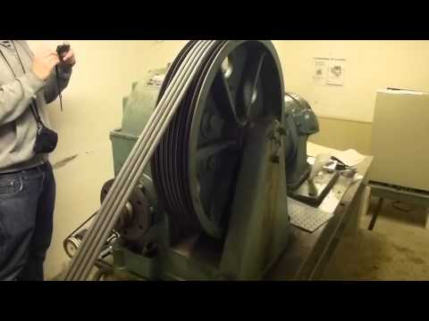 Machine room tour of the Big ASEA Traction elevator, KONE Mod. @ Heden 128, Bollnäs