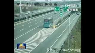 中国の高速道路で大事故 major accident on the highway in china