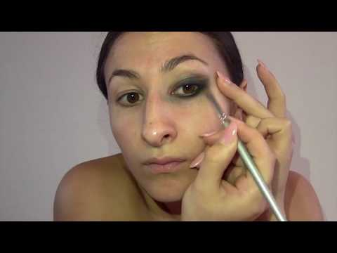 How to get The Perfect Smokey Eye Look in Under 10 minutes