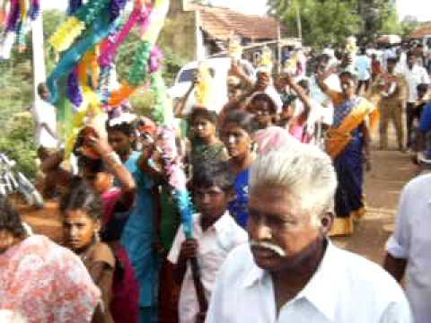 Topless girls offer ritual in a temple near Madurai