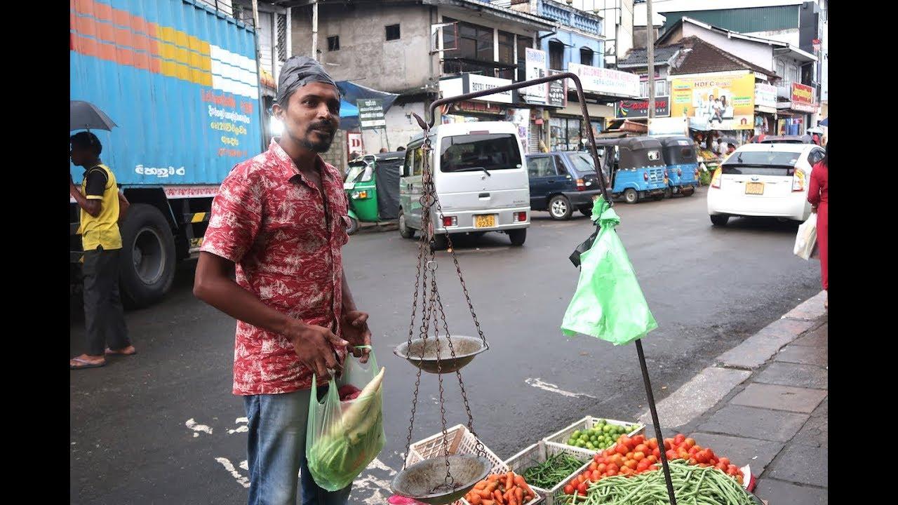 Đi chợ Sri Lanka xem đàn ông mặc sarongs bán hàng giỏi cỡ nào