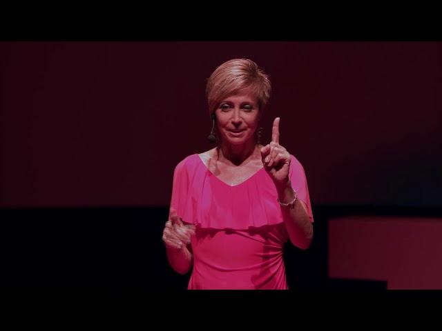 La Langue des Signes : l'invisible au grand jour | Sandra DUPUIS | TEDxPointeaPitre