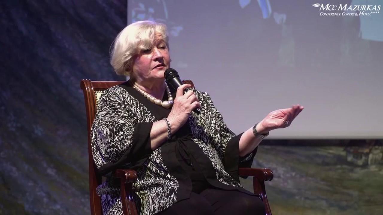 XXIII Forum Humanum Mazurkas - Bożena Kociołkowska i Andrzej Bartkowski- dyskusja na proscenium