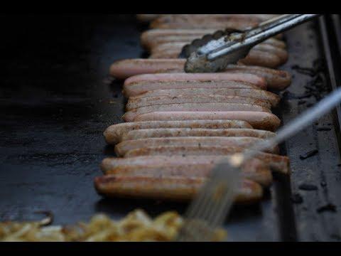 مطعم أمريكي يطهي أكبر قطعة نقانق في العالم  - نشر قبل 3 ساعة