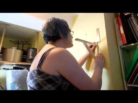 DIY - Putting up a shelf (wooden brackets)