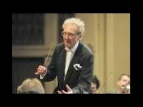 Jiri Kout conducts the overture to Richard Strauß Der Rosenkavalier