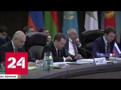 Медведев в Ереване обсудил с белорусским коллегой Румасом работу нефтепровода