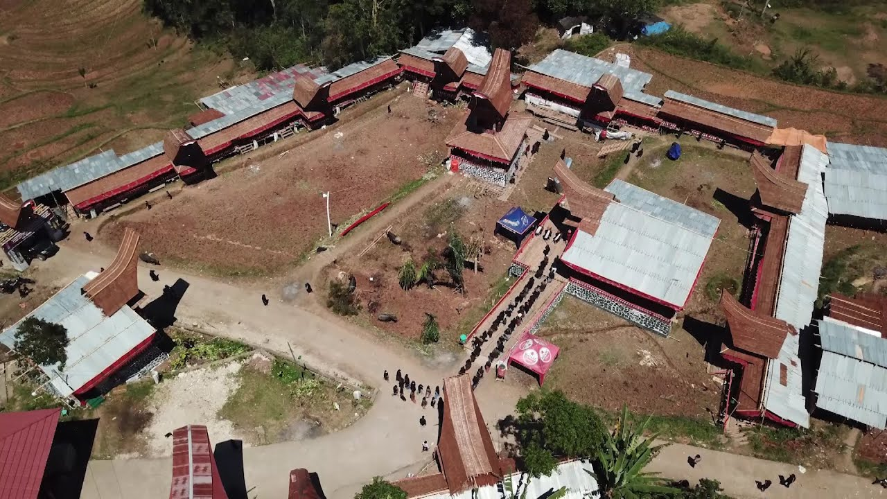 Menerima tamu 2 Alm. Petrus Rante Pagayang di Kesu' Tampo Mengkendek Toraja