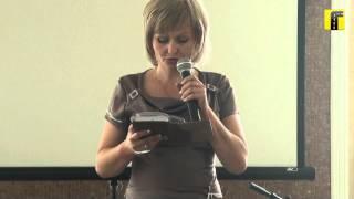 Анна Феофанова на поэтическом вечере