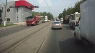 В Твери на улице Орджоникидзе столкнулись три авто