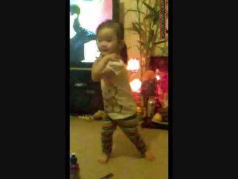 Baby dancing Tre em nhay