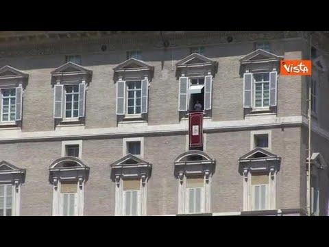 Papa Francesco ai giovani: «Non lasciate soli gli anziani, sono le nostre radici»