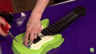 Como hacer un pastel con forma de guitarra electrica