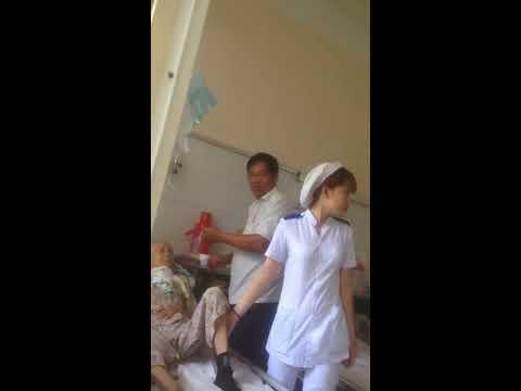 Cô y tá thực tập nhiệt tình dễ thương bệnh viện 512