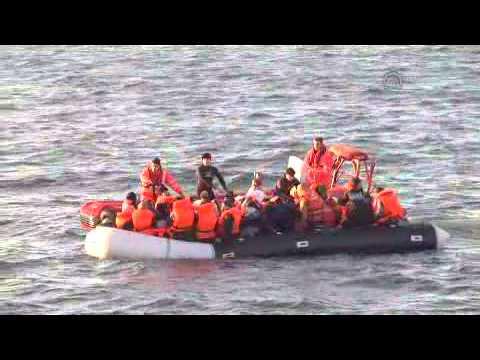Turkish coast guard rescues refugees in Izmir
