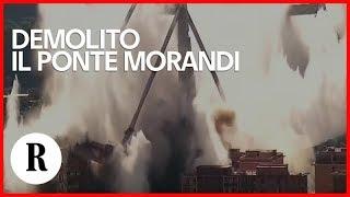 Demolito il Ponte Morandi: l'esplosione, il crollo e la nuvola di polvere