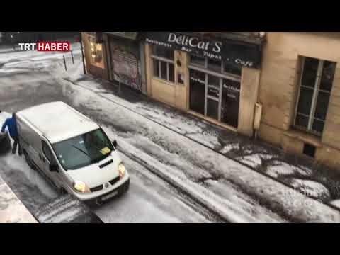 Eylemlerle sarsılan Paris'i bu kez de yağmur ve dolu vurdu