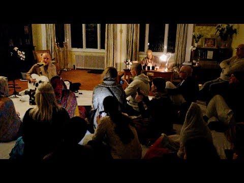 Sankarshan Das Sings The Peace Formula (verse three) in London 6 Dec 2017