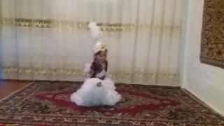 Казахский танец - Камажай. Анеля 7лет.